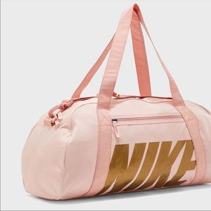 Nike Jym Club Training Duffle Bag 30L pink/gold